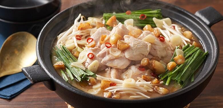 焦がしにんにく香る!スタミナ鶏味噌鍋