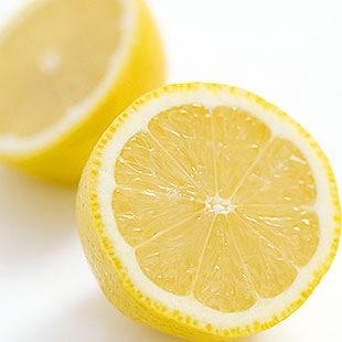 1本にレモン5個分(100mg)のビタミンC入り。健やかな体や美容のため、良質なタンパク質とビタミンCを補給しましょう。