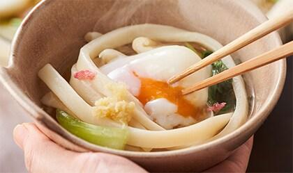 さくら咲く春野菜とれんこ鯛の五色鍋