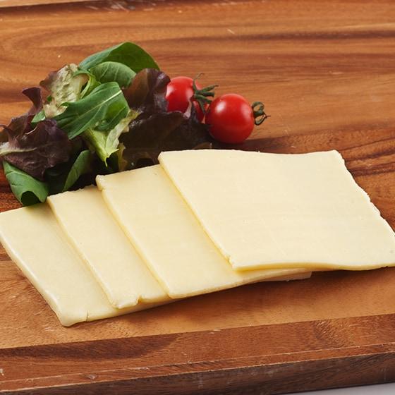 【牛乳とか飲み放題】厚切りゴーダスライスチーズ