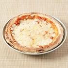 濃厚チーズと完熟トマトのピザ