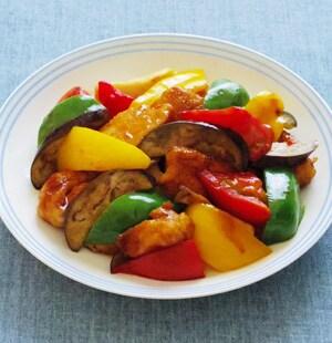 鶏肉と彩り野菜のオイ酢ター炒め